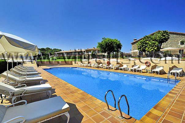 Hoteles vitraris constirucciones for Hoteles con piscina climatizada